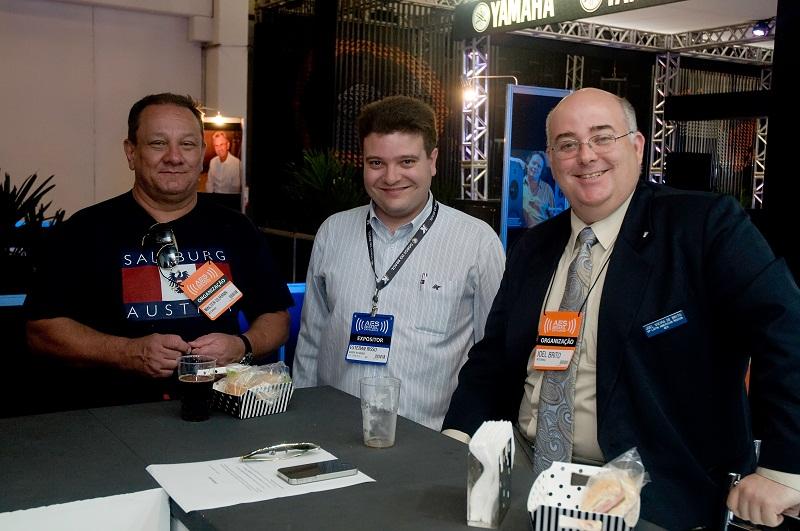 Walter Ulmann (AES Brasil), Esteban Risso (ABRIP) e Joel Brito (AES Brasil)